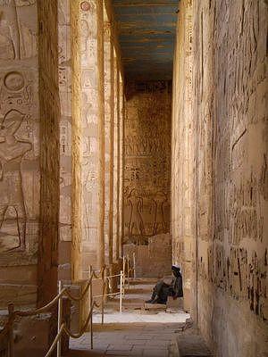 hal in Medinet Habu tempel in Luxor